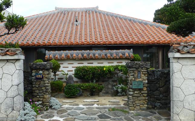 国の有形文化財・赤瓦が美しい入福旅館